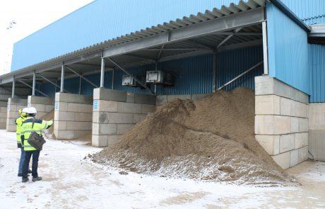 Hallien muuri ja suojarakenteet materiaalien varastointiin ja erotteluun ulkona ja sisällä